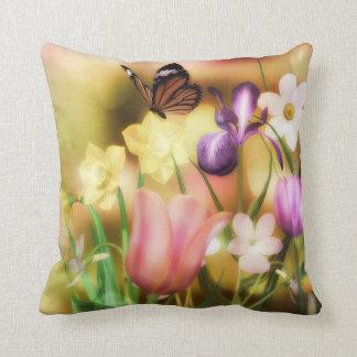 ファンタジーの蝶春の庭の枕 クッション