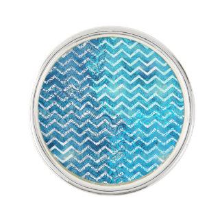 ファンタジーの青および水のシェブロンの水生ジグザグ形 ラペルピン