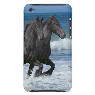 ファンタジーの馬: Friesians及び海 Case-Mate iPod Touch ケース