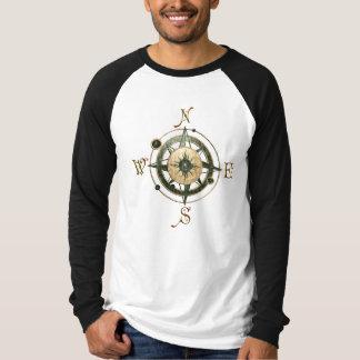 ファンタジーの(ケルト族の)コンパスのデザイン Tシャツ