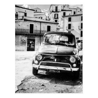 フィアット500のイタリアのクラシックな車のギフトのcinquecento ポストカード