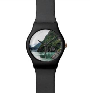 フィヨルドの腕時計を通した眺め 腕時計