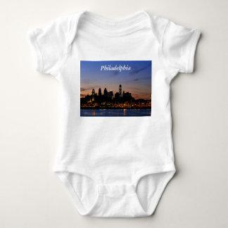 フィラデルヒィアのたそがれのスカイラインのワイシャツ ベビーボディスーツ
