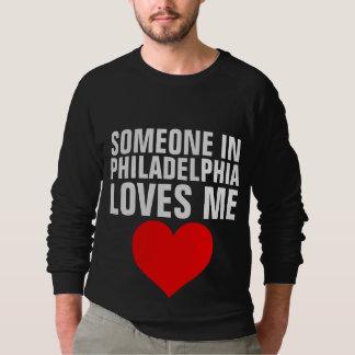 フィラデルヒィアの誰かは私をTシャツのギフト愛します スウェットシャツ