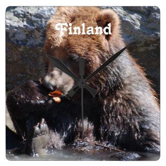 フィンランドのヒグマ スクエア壁時計