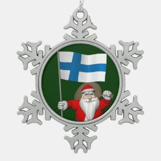 フィンランドの旗を持つサンタクロース スノーフレークピューターオーナメント