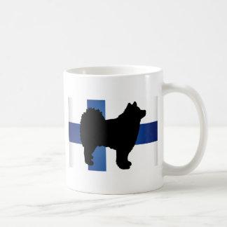 フィンランドのlapphundのシルエットの旗 コーヒーマグカップ