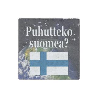 フィンランドを話しますか。 フィンランド。 旗及び地球 ストーンマグネット