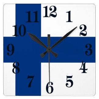 フィンランド青い十字のSuomiの旗 スクエア壁時計