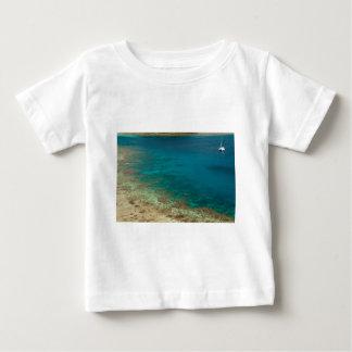 フィージーの航行のカタマラン ベビーTシャツ