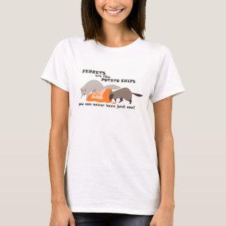 フェレットはポテトチップのおもしろTシャツのようです Tシャツ