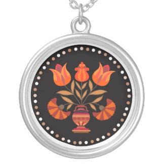 フォーマルな花の黒いネックレス シルバープレートネックレス