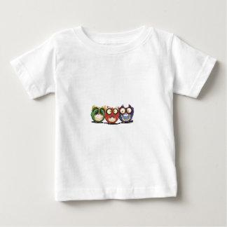 フクロウのやじり声は悪を聞いてはいけないことを話すためにことを見ます ベビーTシャツ