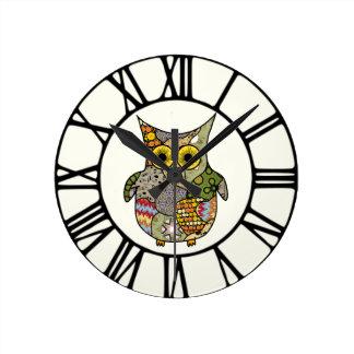 フクロウのコラージュ ラウンド壁時計