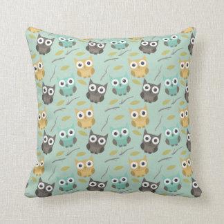 フクロウのパターン(の模様が)あるな枕 クッション