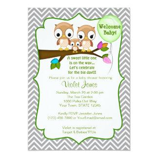 フクロウのベビーシャワー招待状の赤ん坊のお母さんのお父さん カード