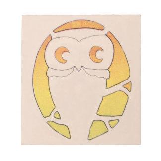 フクロウの三日月形の月の木 ノートパッド