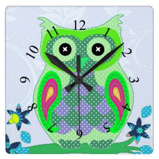フクロウの多彩な水玉模様のかわいい動物は部屋をからかいます スクエア壁時計