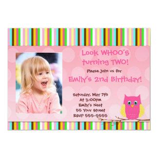 フクロウの招待状の女の子の誕生会のストライプな写真 カード