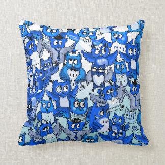 フクロウの群集の青 クッション