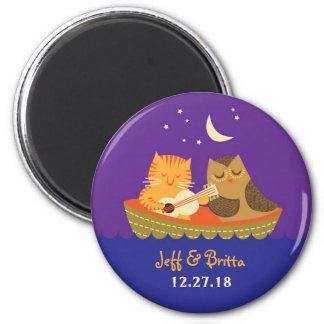 フクロウ及び猫の物語の本の結婚式(紫色および青) 冷蔵庫用マグネット
