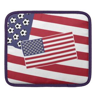 フットボールのサッカーの星条旗の旗 iPadスリーブ