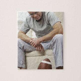 フットボールのソファーの人 ジグソーパズル