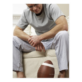 フットボールのソファーの人 ポストカード