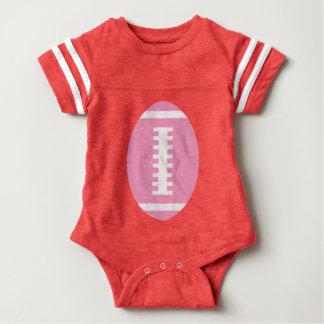 フットボールのベビーの赤|の前部ピンクのフットボールのグラフィック ベビーボディスーツ