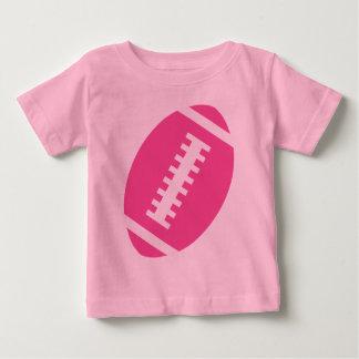 フットボールの明るいピンク|の前部ピンクのフットボールのグラフィック ベビーTシャツ