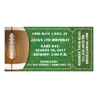 フットボールの誕生日のためのテーマのチケットの招待状 カード