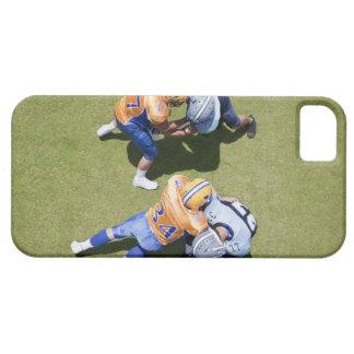 フットボール2を遊んでいるフットボール選手 iPhone SE/5/5s ケース