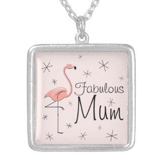 フラミンゴのピンクの「すばらしいミイラ」の正方形媒体 シルバープレートネックレス