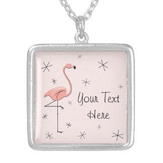 フラミンゴのピンクの「文字」正方形媒体 シルバープレートネックレス