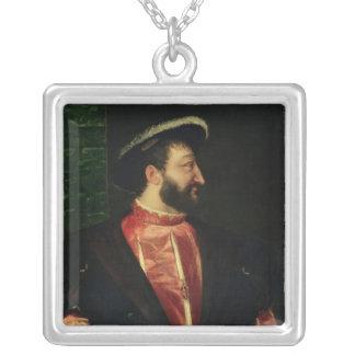 フランシス島のポートレートI 1538年 シルバープレートネックレス