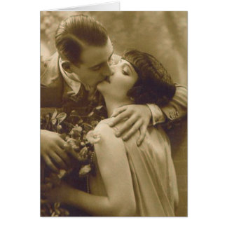 フランスのなカップルはカードに接吻します カード