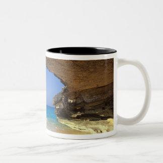 フランスのな湾、サンサルバドルの島の洞窟、 ツートーンマグカップ