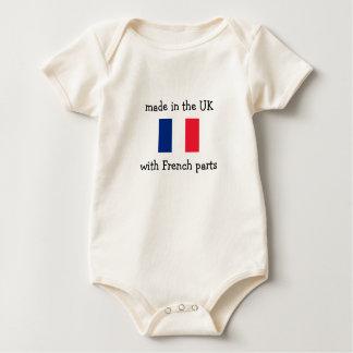 フランスのな部品が付いているイギリスで作られる ベビーボディスーツ