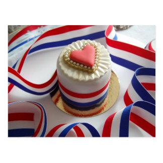 フランス人のスタイルのバレンタインのケーキの郵便はがき ポストカード
