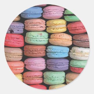 フランス人のMacaronの積み重ねられたクッキーの虹 ラウンドシール