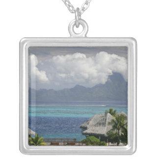 フランス領ポリネシア、Moorea。 島の眺め シルバープレートネックレス