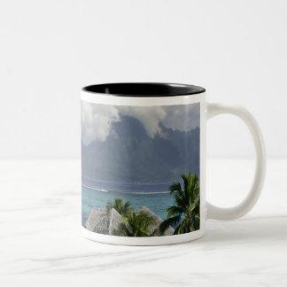 フランス領ポリネシア、Moorea。 島の眺め ツートーンマグカップ