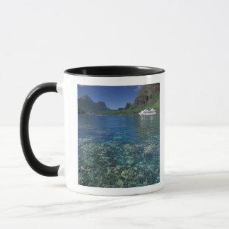 フランス領ポリネシア、Moorea。 調理師湾。 遊航船 マグカップ