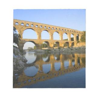フランス、アビニョン。 Pont DUガードのローマの水路 ノートパッド