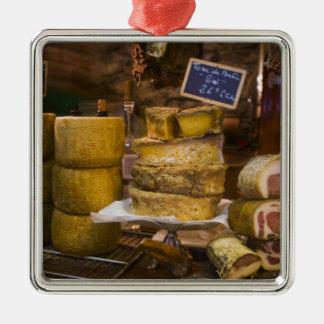 フランス、コルシカ。 ローカルチーズおよびcharcuterie メタルオーナメント