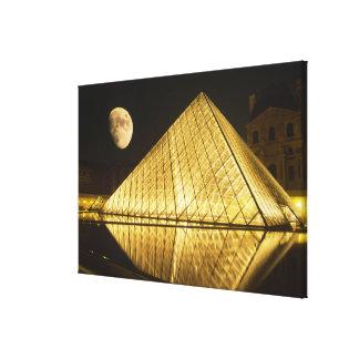 フランス、パリのルーバー博物館、夜 キャンバスプリント