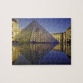 フランス、パリの反射、ピラミッド。 ルーバー ジグソーパズル