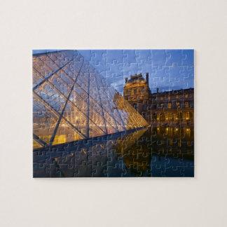 フランス、パリ。 たそがれのルーバー。 信用3 ジグソーパズル