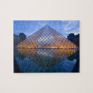 フランス、パリ。 たそがれのルーバー。 信用 ジグソーパズル