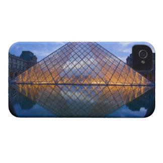 フランス、パリ。 たそがれのルーバー。 信用 Case-Mate iPhone 4 ケース